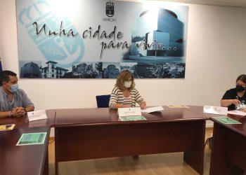 Marián Ferreiro firma los convenios de colaboración | CONCELLO DE NARÓN