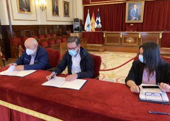El alcalde de Ferrol, Ángel Mato, firma el convenio con el Banco de Alimentos | CONCELLO DE FERROL