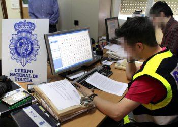 Agentes del grupo de delitos tecnológicos