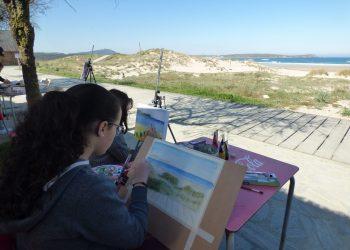 Imagen de una participante en el certamen de pintura de Valdoviño en 2020