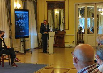El alcalde de Ferrol, Ángel Mato, en la presentación del libro sobre las alamedas de la ciudad   CONCELLO DE FERROL