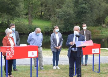 El presidente y la alcaldesa de Vilalba firman el convenio para la creación de un parque acuático en el área de la Madalena