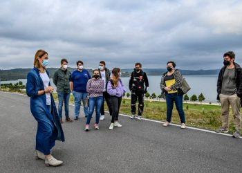 La edil de Turismo, Elena López, se reúne con alumnos y profesores de arquitectura | CONCELLO DAS PONTES