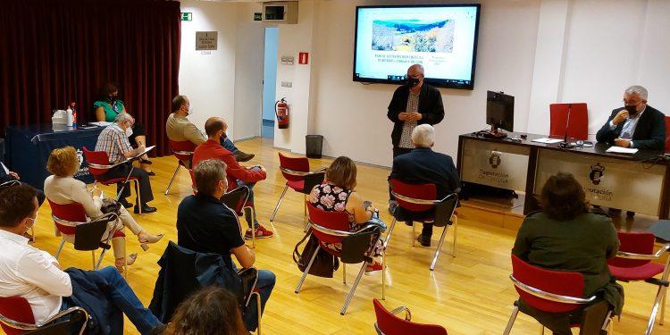 El vicepresidente de la Diputación de A Coruña, Xosé Regueira, se reúne con miembros de los Ayuntamientos del Eume | DIPUTACIÓN DE A CORUÑA