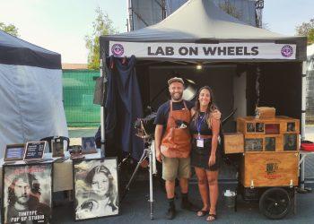 Daniel López y Verónica Alfonso en su laboratorio ambulante Lab On Wheels   CEDIDA