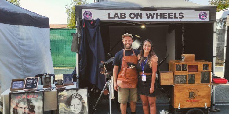 Daniel López y Verónica Alfonso en su laboratorio ambulante Lab On Wheels | CEDIDA