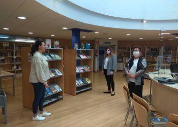 La alcaldesa, Marián Ferreiro, presentó, acompañada por la concejala de Bibliotecas, Mercedes Taibo