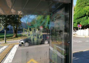 Pintadas manchan el mobiliario urbano de Santiago | CONCELLO DE SANTIAGO