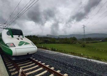 El tren Séneca prueba la línea de alta velocidad a Galicia | ADIF