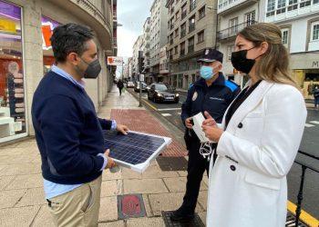 La alcaldesa, Lara Méndez, supervisa la instalación de la tecnología de monitorización de la movilidad | CONCELLO DE LUGO