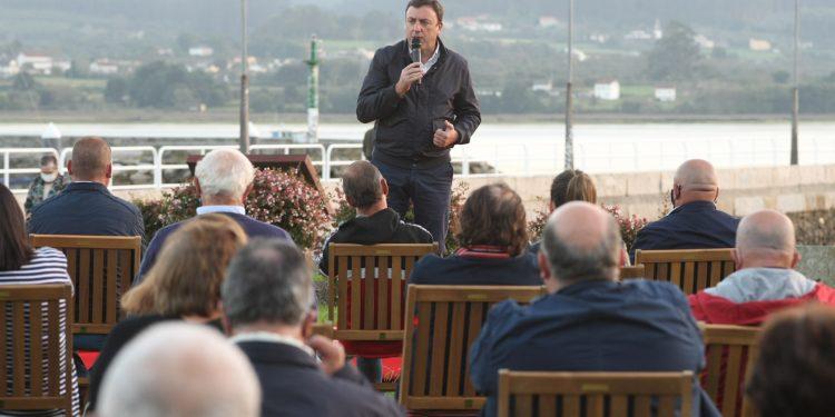 González Formoso se reunió con un centenar de simpatizantes en Ortigueira