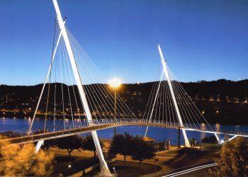 La pasarela tiene una longitud de 252 metros, de los cuales 203 son suelo de madera, que es la superficie sobre la que se actuará