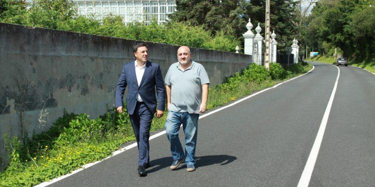Valentín González y Julio Iglesias, visitando la zona de actuación de la obra
