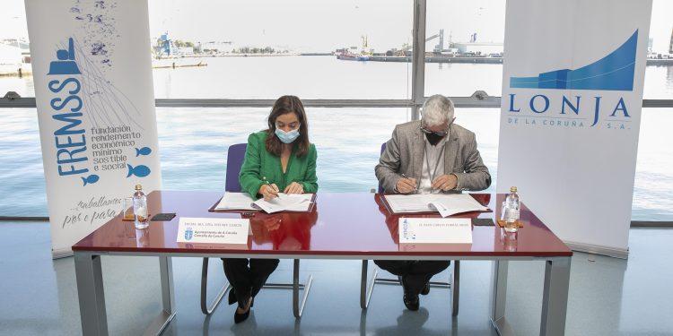 La alcaldesa de A Coruña, Inés Rey, firma un convenio de colaboración | AYUNTAMIENTO DE A CORUÑA