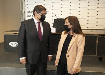 El rector de la UDC, Julio Abalde, y la alcaldesa, Inés Rey, firman el convenio marco | CONCELLO DA CORUÑA