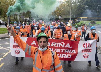 Manifestación ante la Xunta de trabajadores de Vestas en defensa de la continuidad de la factoría | EP