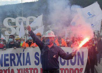 Miles de personas han secundado la protesta de los trabajadores de Alcoa y Vestas | CARLOS CASTRO