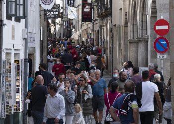 Transeúntes en Santiago de Compostela | CÉSAR ARXINA