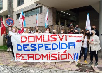 Protesta ante las puertas de los juzgados por el despido de una trabajadora de Domus VI, que acepta despido improcedente   EUROPA PRESS