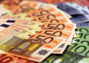 Imagen de archivo de varios billetes de euro